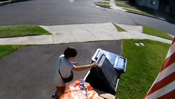 Nietypowa ucieczka przed policją. Nastolatek ukrył się w... koszu na śmieci