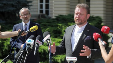 Szumowski ostrzegał przed zagranicznymi wyjazdami. Sam wypoczywa w Hiszpanii