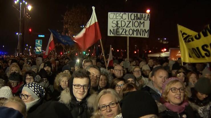 W całej Polsce protesty po zawieszeniu sędziego Juszczyszyna