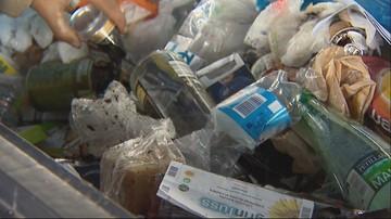 """Warszawskie dzielnice toną w śmieciach. Ich wywóz jest """"skomplikowany logistycznie"""""""