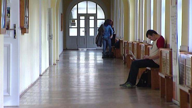 Raport NIK: uczelnie publiczne zawyżały opłaty