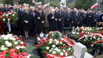 Szydło i Kaczyński oddali hołd ofiarom katastrofy smoleńskiej