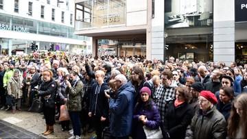Szwedzi minutą ciszy uczcili ofiary zamachu w Sztokholmie