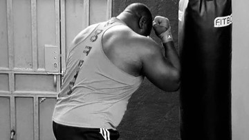 """KSW 59: Rywal Pudzianowskiego zademonstrował umiejętności bokserskie! Poznajcie moc """"Bombardiera"""" (WIDEO)"""