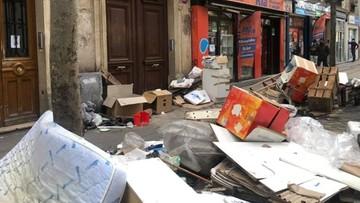 """Paryż """"wysypiskiem śmieci"""". Mieszkańcy publikują zdjęcia"""
