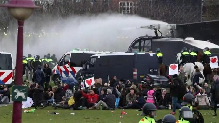 Holendrzy mają dość. Ponad 130 zatrzymanych podczas demonstracji przeciwko restrykcjom