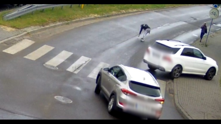 Łuków. Mercedes potrącił pieszego na pasach. Kierowca nie zauważył 17-latka