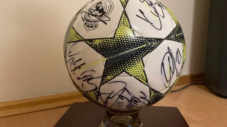 Wylicytuj piłkę Realu Madryt z podpisami zawodników z sezonu 2015-2016 i pomóż chorym dzieciom spełnić ich marzenia!