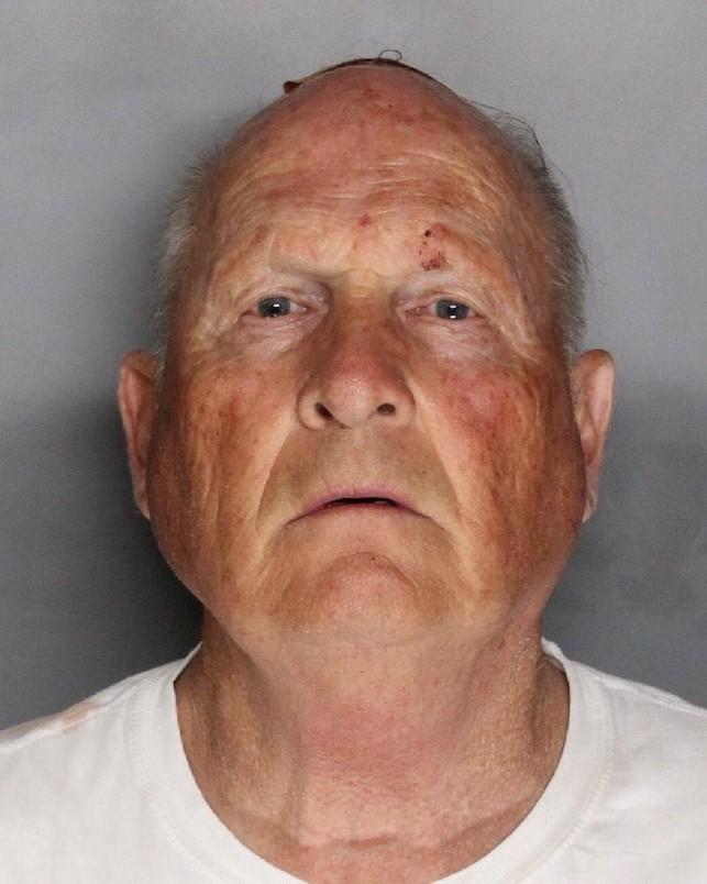 Zdjęcie Josepha Jamesa DeAngelo zrobione po jego aresztowaniu