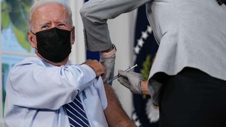 USA. Prezydent Biden relacjonował na żywo przyjęcie trzeciej dawki szczepionki przeciwko Covid-19