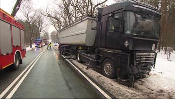 Wypadek z udziałem trzech pojazdów. Są ofiary śmiertelne