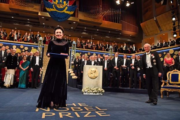 Olga Tokarczuk odebrała Nagrodę Nobla w sukience od Gosi Baczyńskiej