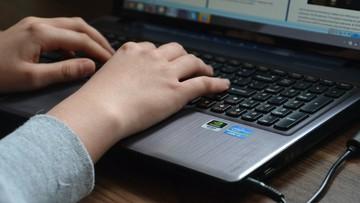 GUS: w 2020 r. internet najpopularniejszym źródłem informacji o COVID-19