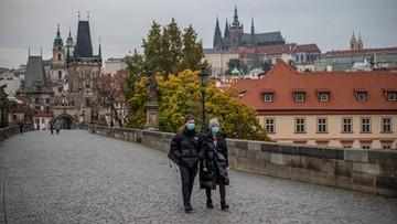 Zamknięte sklepy, zakaz wychodzenia z domu. Czechy wprowadzają kolejne ograniczenia