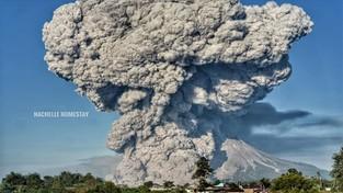 03-03-2021 05:57 Chmura popiołów wzbiła się na wysokość 12 kilometrów. Wulkan zadusił i spalił już kilkadziesiąt osób