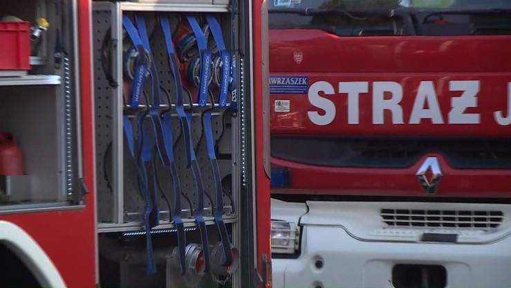 Pożar pustostanu w warszawskim Wawrze. Trzy osoby nie żyją