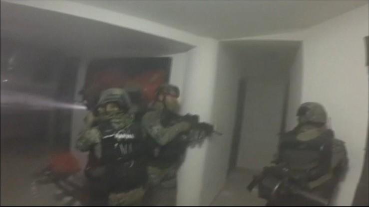 """Władze Meksyku opublikowały film z ujęcia """"El Chapo"""". Strzały i brawurowa akcja"""