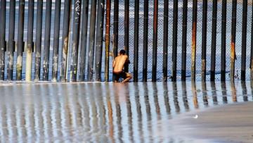 """Specjalna linia """"ratunkowa"""" dla Meksykanów w USA"""