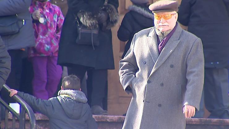 """""""Mszczą się na mojej rodzinie"""". Wałęsa skomentował decyzję sądu o areszcie dla jego wnuka"""