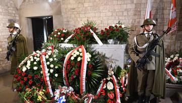 Prokuratura zbada jednak, czy Jarosław Kaczyński został znieważony na Wawelu