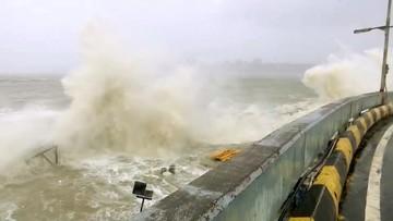 Trwają poszukiwania 78 pasażerów zatopionej barki