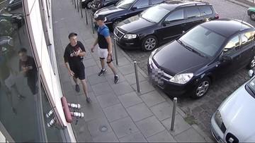 Napadniętemu zabrali telefon, a później skopali i uderzyli w głowę kluczem do zmiany kół