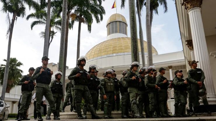 Zakończyła się blokada parlamentu w Wenezueli. 350 osób opuściło budynek