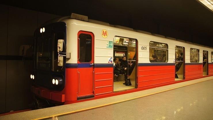 Śmiertelny wypadek na stacji metra Centrum. Utrudnienia ruchu w stolicy