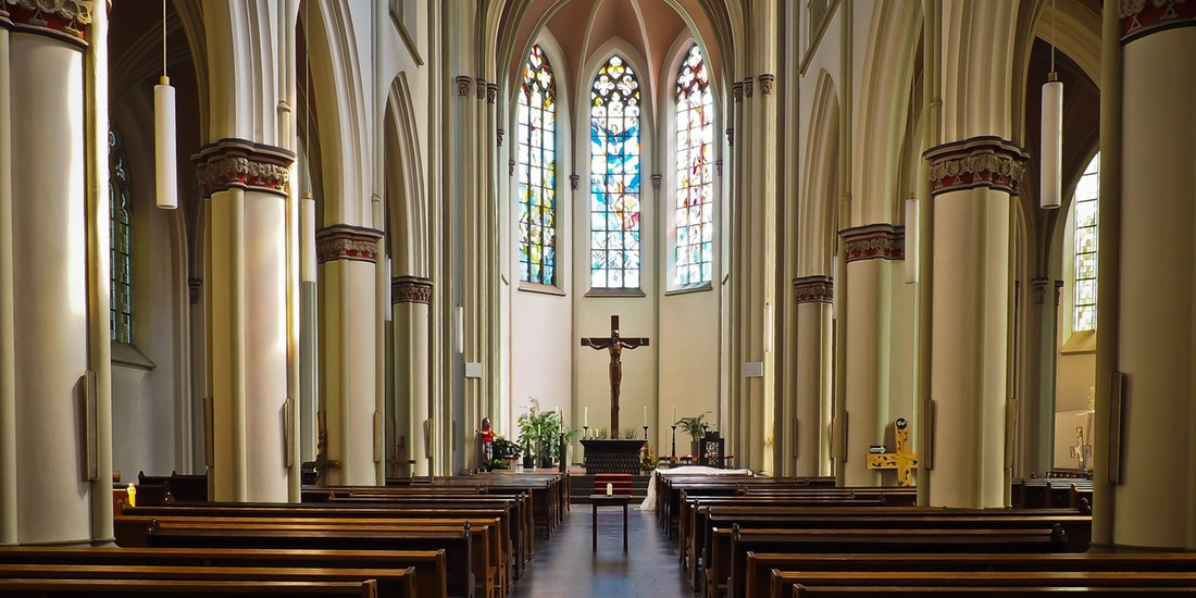 Polacy społeczeństwem katolickim? Do kościołów kolejek nie ma
