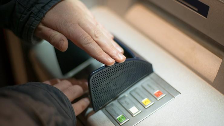 Złodzieje wysadzili bankomat w Warszawie. Wybuch zagłuszyli fajerwerkami
