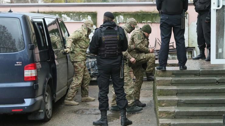 Ukraińscy marynarze są w areszcie w Moskwie. Przebrano ich w odzież więzienną