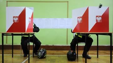 """""""Obrona wartości katolickich przed ofensywą zwolenników praw gejów"""". AP komentuje wybory w Polsce"""