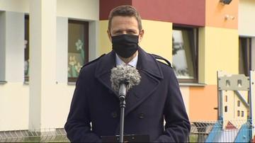 """""""Absolutny skandal"""". Trzaskowski o wycofaniu piosenki Staszewskiego"""