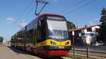 Jeden tramwaj potrącił 63-latka, drugi mógł po nim przejechać