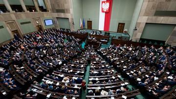 """Sejm uchwalił tzw. """"pomostową"""" ustawę medialną, która wprowadza nową instytucję - Radę Mediów Narodowych"""