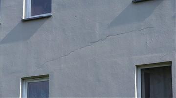 Przymusowa wyprowadzka 147 rodzin z bloku na Woli. W budynku uginają się stropy i pękają ściany