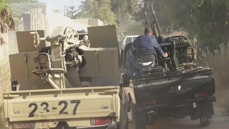 """""""Jednemu z żołnierzy odcięto głowę; innych zmasakrowano"""". Walki bojowników z libijską armią"""