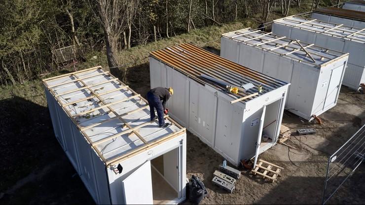 Domki i kontenery dla bezdomnych stanęły na Biskupiej Górce w Gdańsku