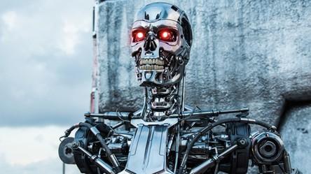 Boris Johnson, premier Wielkiej Brytanii, obawia się Terminatorów z różowymi oczami