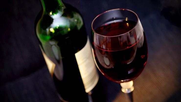 Pożar magazynu wina we Francji. Ogień zniszczył 2 mln butelek alkoholu