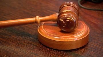 Uwięził byłą partnerkę w aucie, groził śmiercią, bił i zgwałcił. Usłyszał wyrok 5,5 roku więzienia