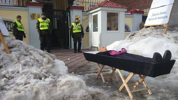 """Trumna w Charkowie, szubienica w Kijowie. Ukraińcy """"uśmiercali"""" Putina w dzień wyborów"""