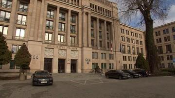 Posłowie PO weszli do Ministerstwa Finansów w związku z aferą KNF