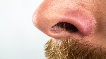 U zaszczepionych koronawirus zatrzymuje się w nosie