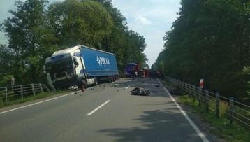 Zderzenie ciężarówki z osobówką na drodze krajowej nr 50. Nie żyje jedna osoba