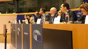 Ostra dyskusja podczas debaty o praworządności w Polsce. Starcie europosłów PiS i Timmermansa