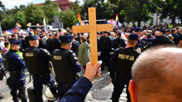 Kilka tysięcy uczestników szczecińskiego marszu równości. Kontrmanifestacja Młodzieży Wszechpolskiej