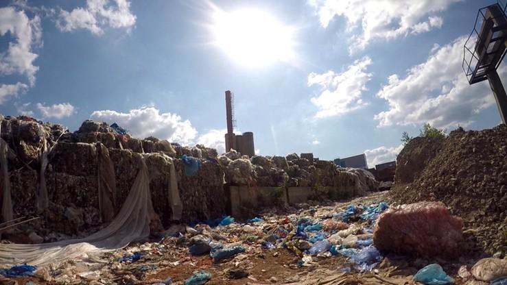 Prezydent podpisał ustawę, która ma zabezpieczyć samorządy przed porzucaniem odpadów