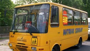 Kierowca spuszczał paliwo ze szkolnego busa. Ukradł w ten sposób ok. 1000 litrów