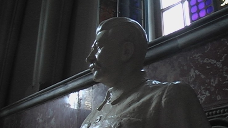 """Stalin """"wstaje z grobu pod pretekstem zachowania pamięci o zwycięstwie"""". Rosyjskie media o """"pełzającej restalinizacji"""""""